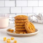 six cookies stacked into a tower, with one leaning up against them.