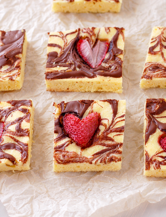 Strawberry Nutella Shortbread Cake Squares